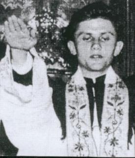 Ratzinger fa il saluto Romano (?)