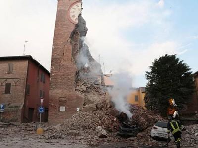 Una foto emblematica del sisma in Emilia
